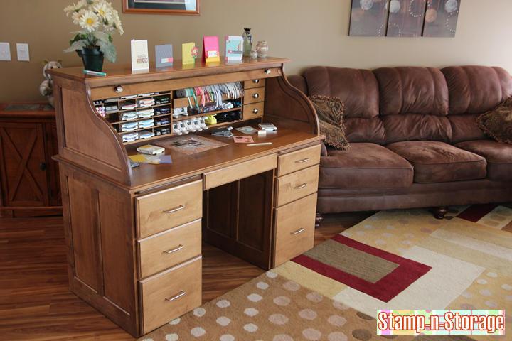 maple-desk-gallery-1-720.jpg