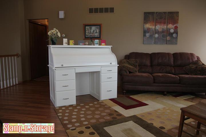 white-desk-gallery-1-720.jpg